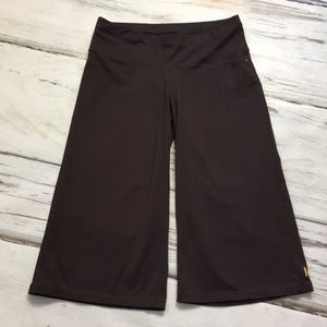 Lucy Yoga Capris Shorts Brown Gaucho Pockets XS